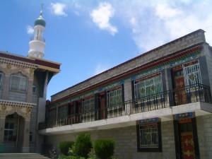 ラサ イスラム寺院 横