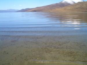 ヤムドク湖 水 至近距離